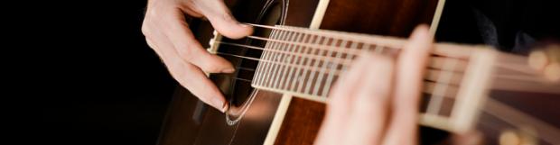 Comment positionner ses mains sur le manche de guitare
