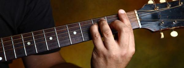 Exemple de barré avec l'accord de Fa à la guitare