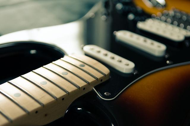 Enlever les cordes de votre guitare