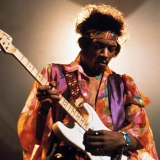 Jimi Hendrix jouait sur une Fender Stratocaster avec les cordes inversées