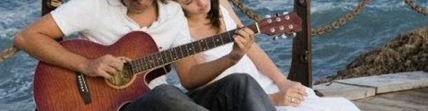 Jouer de la guitare pour draguer (sérieux ?…)