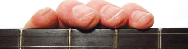 J'ai mal aux doigts ou ils saignent quand je joue de la guitare…
