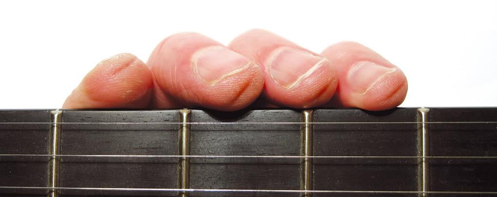 j 39 ai mal aux doigts ou ils saignent quand je joue de la guitare. Black Bedroom Furniture Sets. Home Design Ideas